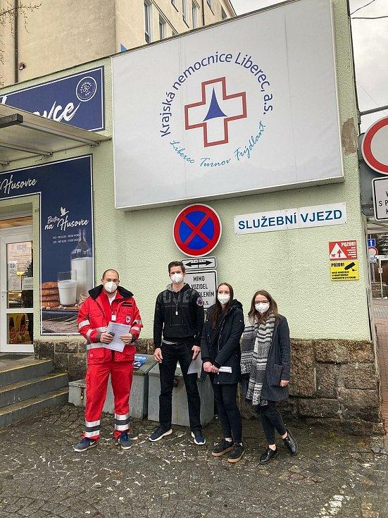 Mobilní týmy Českého červeného kříže v liberecké nemocnici.