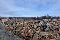 Aktuální stav textilní továrny v Novém městě pod Smrkem na fotkách z února 2021.