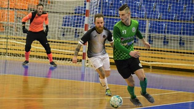 Liberečtí futsalisté (v černobílém) vyhráli v Brně 6:3.
