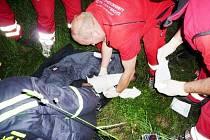 Jednoho dobrovolného hasiče popálil letos v květnu hořící lisovaný prach ve skladu firmy v Růžodole. Hořící sklad hasili růžodolští spolu s profesionály z Liberce.