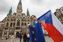 Studenti oslavili Den Evropy na náměstí Dr. E. Beneše v Liberci.