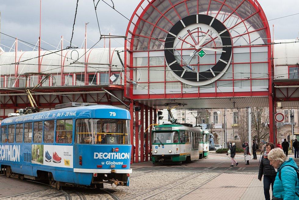 Terminál MHD veFügnerově ulici.