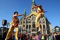 FESTIVAL PŘEDSTAVIL KULTURU RŮZNÝCH NÁRODNOSTÍ. Návštěvníci mohli ochutnat tamní jídla, vyzkoušet různé tance nebo získat informace o zemi cizinců.