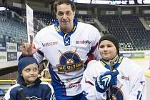 V sobotním exhibičním hokejovém zápase vyzvaly liberecké Bílé Tygřice na ledě Tipsport areny hvězdný tým HC Olymp.