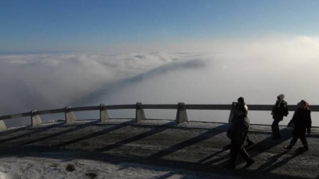Ještěd láká své turisty také přes zimu. Ilustrační fotografie.