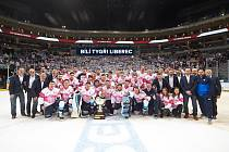PREZIDENTSKÝ POHÁR. Liberečtí hokejisté slaví zisk Prezidentského poháru za vítězství v základní části. Oslavy probíhaly už na ledě O2 arény po závěrečném vystoupení v dlouhodobé fázi soutěže.
