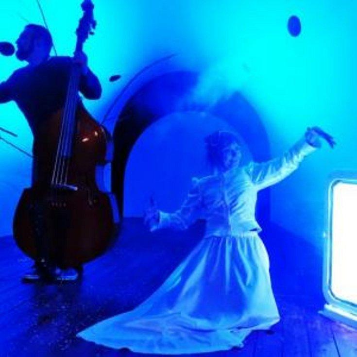 Pohádka do dlaně. Současné divadlo pro děti, nejsou jen loutky, ale i výtvarně hudební zážitek