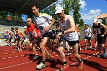 NA START letošního ročníku Libereckého půlmaratonu a doprovodných běhů se vydalo na dráze městského stadionu 35 běžců a běžkyň.