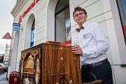 Mezinárodní flašinetářský festival Liberecký flašinetář pokračoval 16. srpna v Liberci. Uskutečnil se už podeváté. Na snímku je hra flašinetářů v ulicích města.