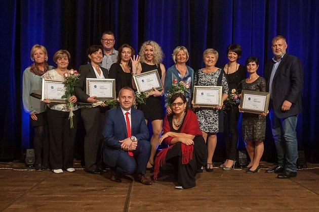 Titul Pečovatelka roku Libereckého kraje byl vyhlášen 2. října v Liberci. Na snímku s diplomy z leva jsou Anna Rečná, Lenka Roučová, Dana Kopecká, Jitka Oravcová a Věra Tomsová.