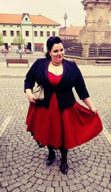Modelky oživí Kino Varšava, pin-upka Veronika Mayová.