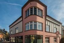 Slavnostní otevřené Centra 1407 poskytovatelů sociálních služeb pro klienty z celého regionu proběhlo 7. listopadu ve Frýdlantě. Na snímku vlevo je Přemysl Sobotka.