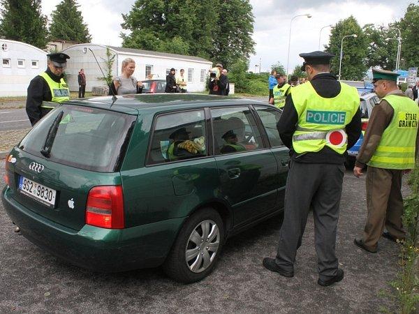 POLICEJNÍ TOXI TÝM, který se vLibereckém kraji specializuje na boj sdrogovou kriminalitou, se rozrostl ojedenáct policistů. Informoval otom Vladislav Husák, ředitel krajské policie.