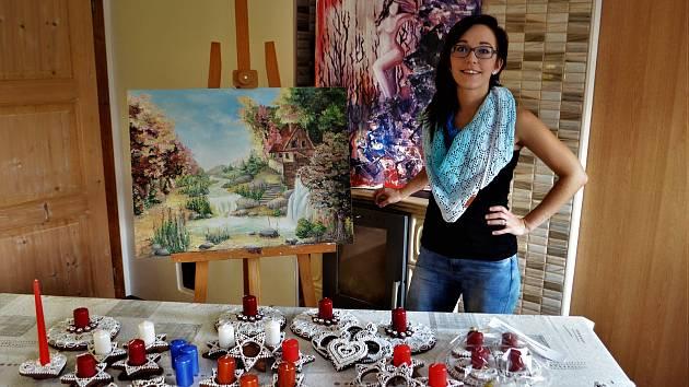 Malování muselo jít stranou. Marie Kozlová má už připravené vzorníky vánočních dekorací z perníku.