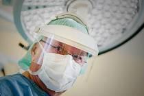 KAPACITA PŘES KLOUBNÍ NÁHRADY. Tak je nejen v České republice, ale i za jejími hranicemi vnímán primář turnovské Panochovy nemocnice Dalibor Durďa.