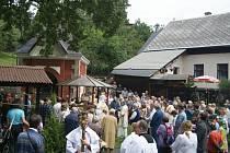 Letos spojili obyvatelé Bozkova pouť se svěcením kříže.