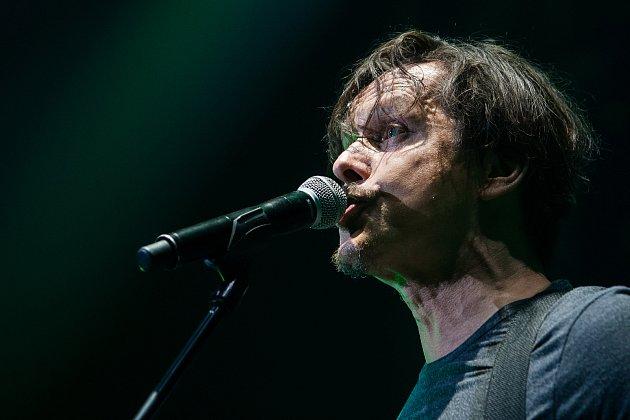 Česká pop rocková kapela Chinaski zahrála 14. listopadu v Liberci. Koncert se uskutečnil v rámci Není nám do pláče tour 2017. Na snímku je zpěvák Michal Malátný.