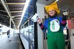 Z Liberce jezdí vlak, kde sbírají fény, mobily i rychlovarné konvice.
