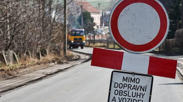 DOPRAVNÍ OBSTRUKCE. Podobné značky stále zdobí Frýdlantsko. Ilustrační foto: ČTK/Radek Petrášek