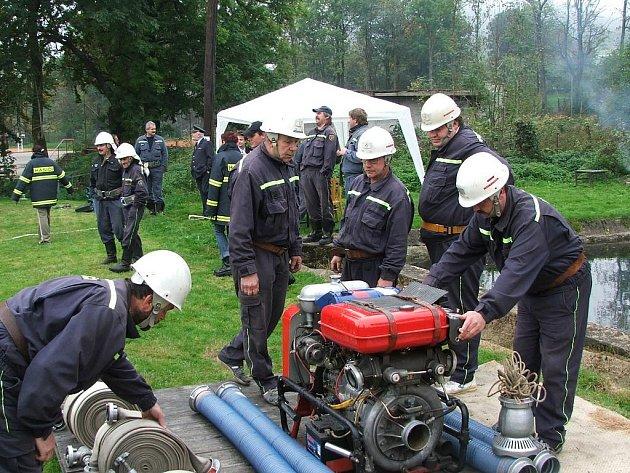 Pilínkovští dobrovolní hasiči se blýskli také při Memoriálu Luboše Petáka. Soutěž zrovna sami pořádali.
