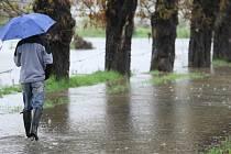 NOVÝ SYSTÉM ČIDEL a hlásičů ohlídá, když začne voda stoupat. Bezdrátové rozhlasy pak samy upozorní na nebezpečí.