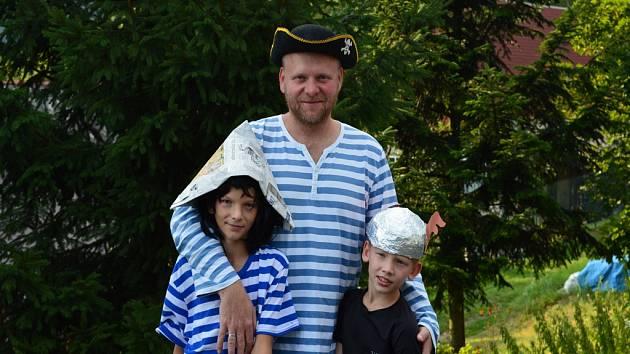 Pavel Brycz učí, píše knihy, spolupracuje s Českou televizí a Českým rozhlasem. V jeho poslední knize se inspiroval legionářstvím.