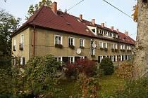 V Liberci existovaly v době 2. světové války čtyři táborová zařízení určená k internaci Romů. Ti pracovali například ve stavebnictví – postavili například tyto budovy na sídlišti Králův Háj.