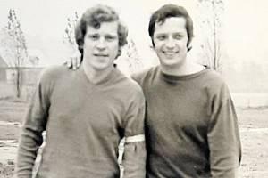 Vlevo Jaroslav Bošek, vpravo Ota Petráček. Takto vypadali před velkým derby před 41 lety.