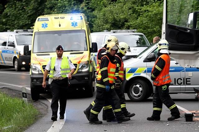 Nákladní automobil se střetl s osobním vozem.