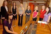 Součástí přijímaček na Střední odbornou školu pedagogickou v Jeronýmově ulici v Liberci už není podmínka hry na hudební nástroj. To je součást výuky.