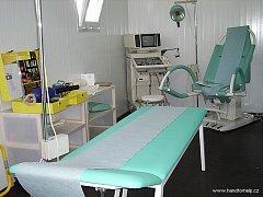 POLNÍ NEMOCNICE. Vybavení nemocnice Hand for Help prezentovala v červenci 2006 na Václavském náměstí v Praze.