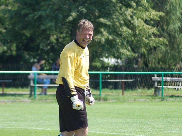 ČISTÉ KONTO. Brankář Radek Suchý nastoupil ve středu za Hlavici v přípravném utkání proti Dobrovici na druhý poločas a nedostal gól.