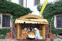Na snímku je nový, zvětšený rohanský betlém od studentů Nábytkářské školy.