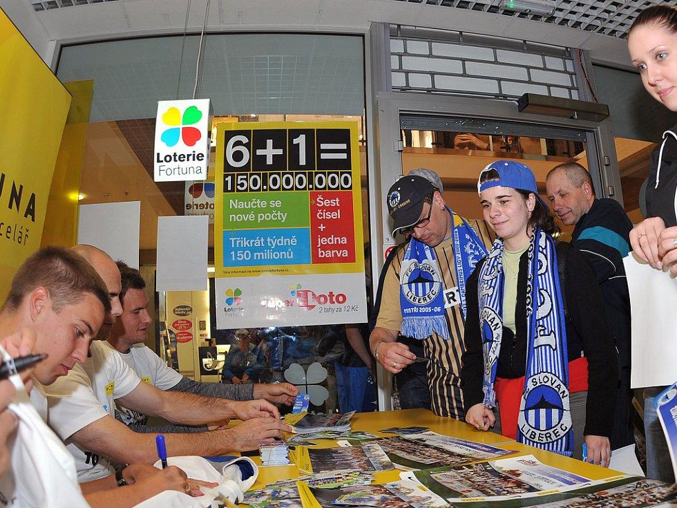 Bosančić, Hadaščok, Nezmar a Rabušic se podepisují