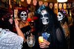Oslava Día de Muertos v libereckém pivním baru Azyl