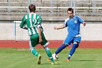 ŠPATNÉ LOUČENÍ SE SOUTĚŽÍ. Liberecký dorost (v modrém Urbanec) nezvládl poslední zápas ročníku a prohrál doma.