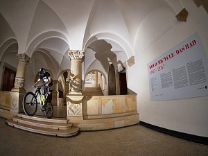 Těsně před začátkem očekávané rekonstrukce se pojede exhibice závodníků na horských kolech MuzeuMTB Race.