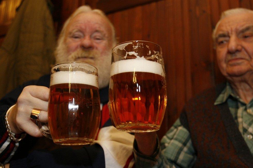 PIVO NEJEN K PITÍ. Pivní lázně, kde se budou hosté koupat v pivu, otevře v létě Sklárna a pivovar Novosad.