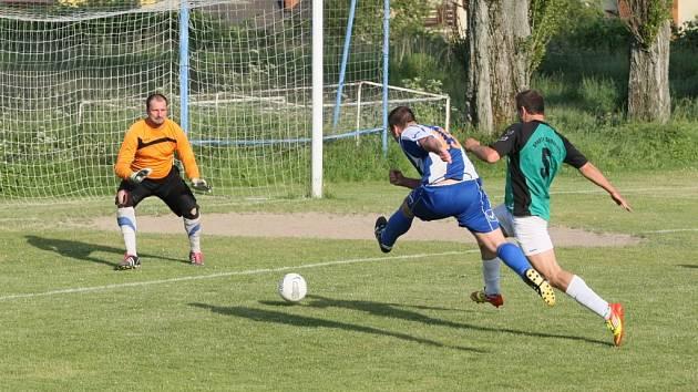 OPOROU CHRASTAVY BYL GÓLMAN KOSAŘ. Za stavu 0:0 zlikvidoval penaltu.