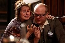 RACEK. Klasická komedie o čtyřech dějstvích Dejvického divadla dorazí do jabloneckého Městského divadla.