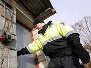"""KONTROLA. Policisté se v zimě snaží v pravidelných intervalech kontrolovat předem určené """"rizikové"""" lokality."""