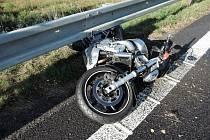 Nehoda motorkáře. Ilustrační foto.