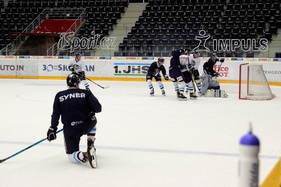 Hokejisté libereckých Bílých Tygrů mají za sebou první trénink na ledě.