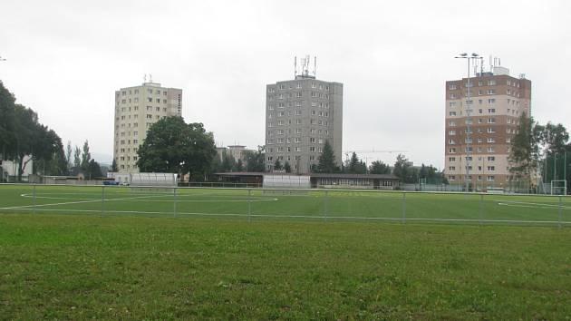 NOVĚ VYBUDOVANÁ HŘIŠTĚ se nacházejí v části Staré Pavlovice. Hned v blízkosti sídlí několik supermarketů.