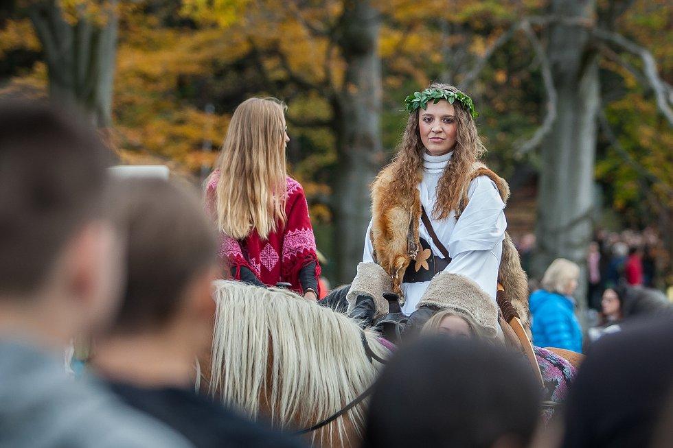 Svatohubertskou slavnost zahájila 2. listopadu v Hejnicích Hubertská jízda od Střední školy hospodářské a lesnické k Chrámu Navštívení Panny Marie.