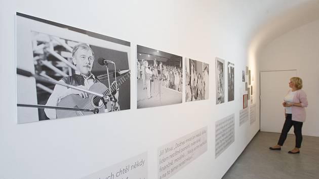 Výstava s názvem Karel Kryl (nejen) v Liberci v liberecké Malé výstavní síni. K vidění jsou zpěvákovy fotografie, linoryty, dokumenty a citáty.