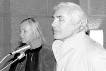 OF. U zrodu tehdy stál nejen vyhozený pedagog Jan Šolc, který se 20 let živil jako montér, ale i Dagmar Helšusová.