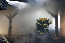 Požár bytového domu v ulici Studničná v Liberci.
