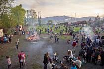 V okolí Broumovské se koná řada akcí, např. pálení čarodějnic organizované zdejší školou.