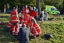 Ke zraněnému přispěchali krajští záchranáři. Ke transportu do nemocnice přivolali vrtulník.